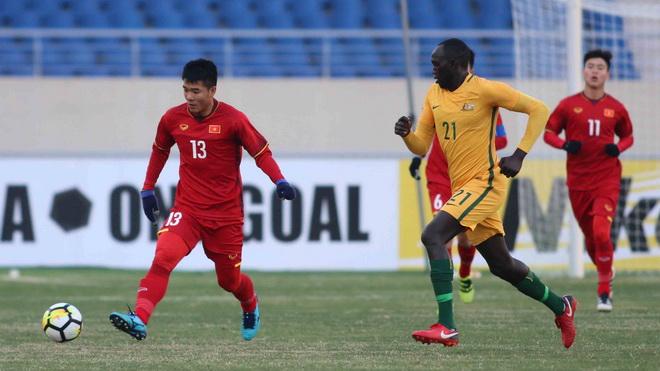 Tuyển thủ U23 Việt Nam gửi tiền thưởng về cho gia đình