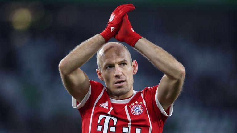 Từ vụ Mourinho mua Ibrahimovic, Solskjaer cũng nên chiêu mộ Robben