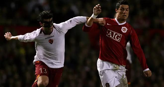 bóng đá, tin bóng đá, bong da hom nay, tin tuc bong da, tin tuc bong da hom nay, Ronaldo, Ronaldo không đổi áo đấu Roma, Covid 19, Shaw, MU, ngoại hạng Anh