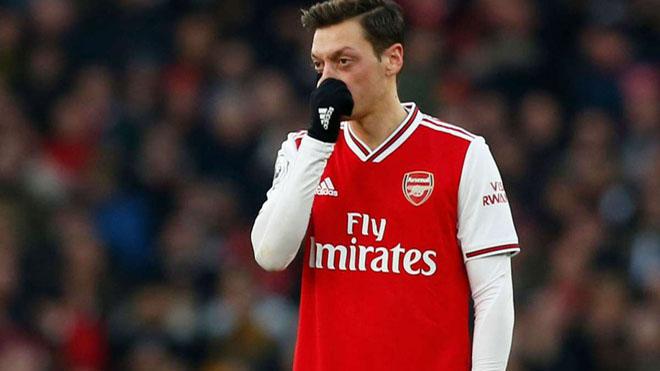Mesut Oezil: Ngồi chơi 7 tháng, nhận 8 triệu bảng phí trung thành