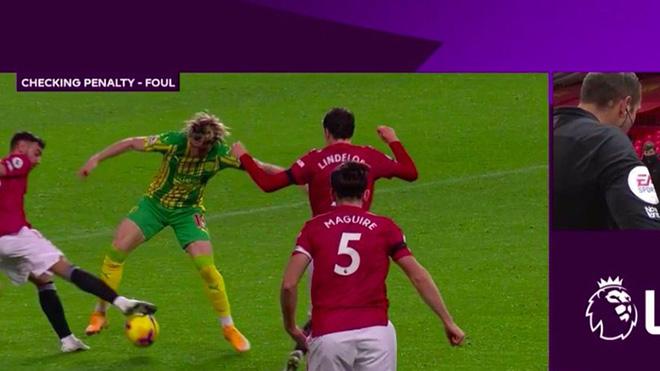Ferdinand chỉ trích trọng tài 'bẻ còi' giúp MU giành chiến thắng