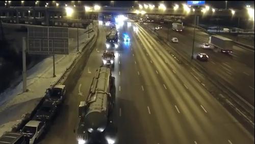 VIDEO: Quân đội Nga chuyển tên lửa đạn đạo liên lục địa tới thủ đô Moskva trong đêm