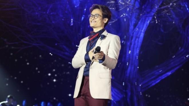 Hà Anh Tuấn thả hàng trăm đom đóm trên sân khấu đại nhạc hội 'Son'