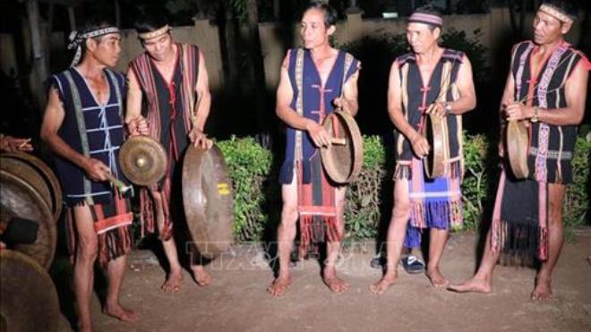 Festival văn hóa cồng chiêng Tây Nguyên: Rộn ràng khắp buôn, làng