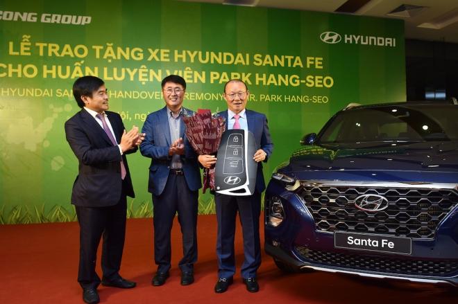 Chiếc xe Hyundai tặng HLV Park Hang Seo có gì đặc biệt?