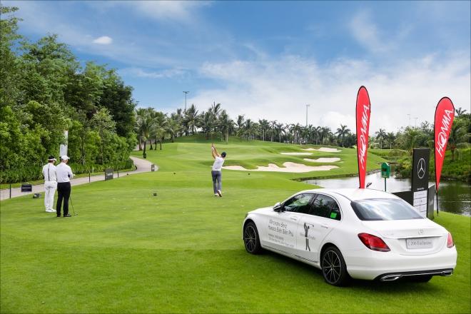 Mercedes treo thưởng kỷ lục tại giải golf Trophy Việt Nam 2019