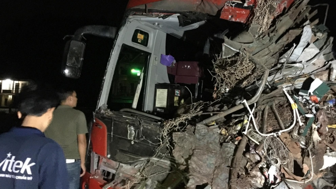 Tai nạn xe khách ở Hòa Bình khiến 34 người thương vong