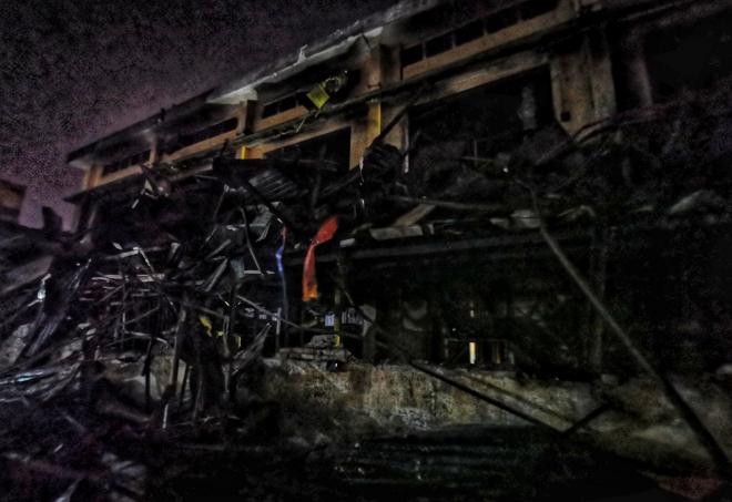 Công ty Rạng Đông, Máy ủi máy xúc dọn dẹp hiện trường vụ cháy Công ty Rạng Đông, cháy công ty rạng đông, công ty rạng đông của ai, cháy rạng đông, thủy ngân, tin tức
