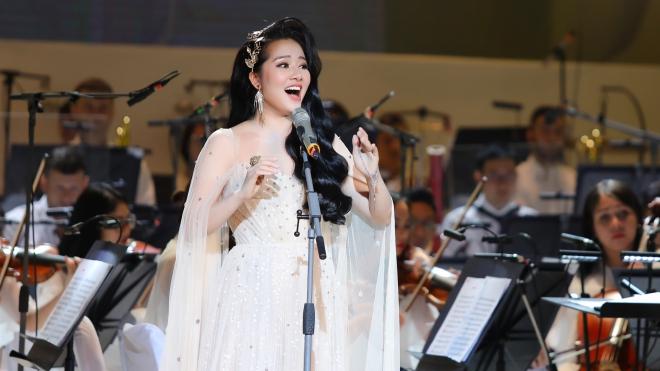 Live concert 'Trăng hát': Phạm Thùy Dung và cuộc 'lột xác' đầy bất ngờ