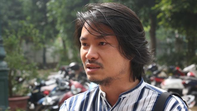 Hoãn phiên phúc thẩm vụ 'Tinh hoa Bắc Bộ', đạo diễn Hoàng Nhật Nam khóc trước cổng toà xin có mặt