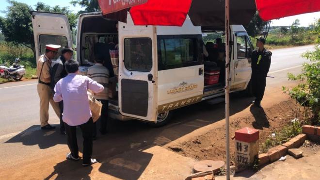 Đắk Lắk: Phát hiện xe khách vận chuyển trái phép 8 con khỉ đã bị giết