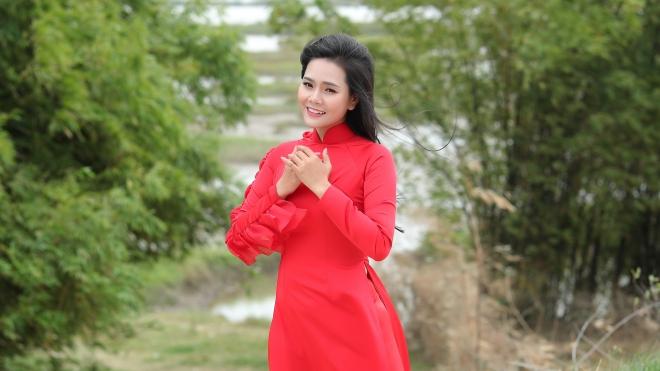 Lương Nguyệt Anh trổ tài vẽ trên gốm trong MV mới về quê hương Bắc Ninh