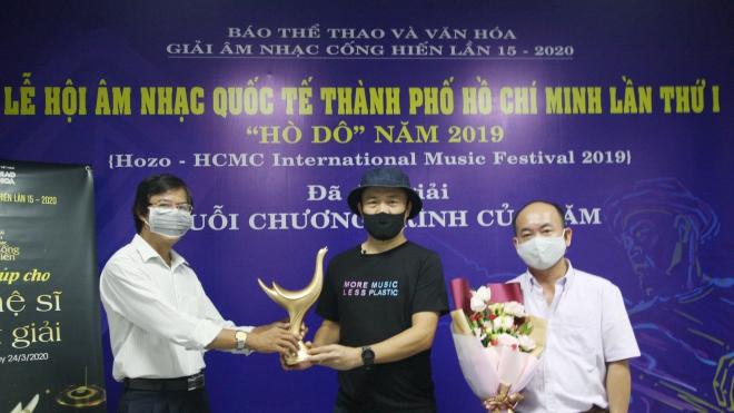 Nhạc sĩ Huy Tuấn: Vinh dự nhận cúp Cống hiến danh giá