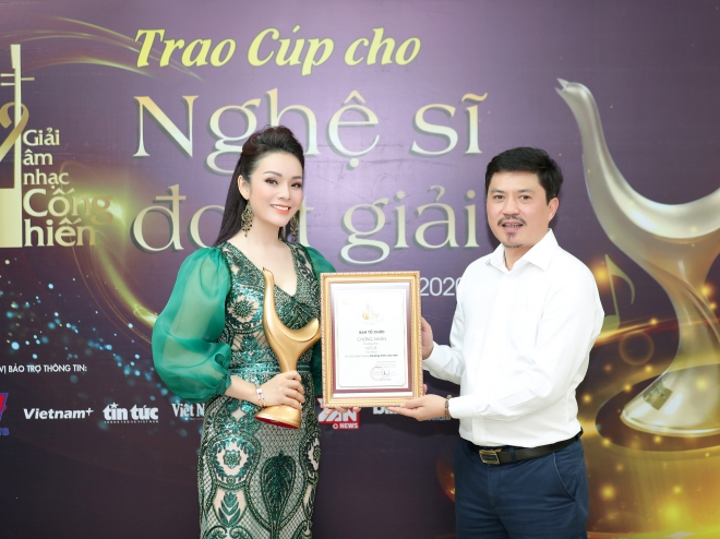 Ca sĩ Tân Nhàn: 'Trở về' với truyền thống để cống hiến