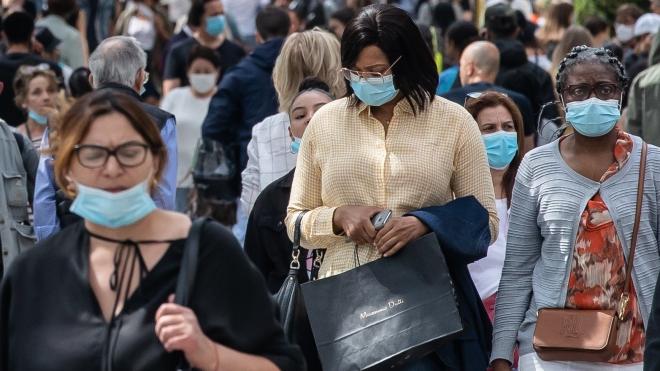 Pháp phạt người dân không đeo khẩu trang tại các địa điểm công cộng trong nhà