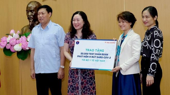 Dịch COVID-19: Bộ Y tế tiếp nhận 50.000 bộ test SARS-CoV-2