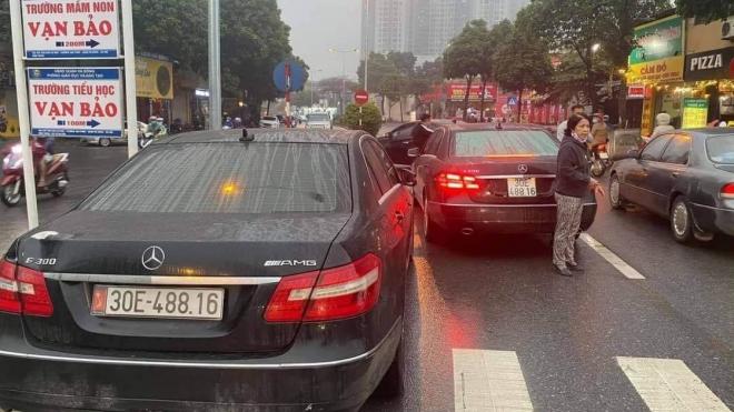 Hà Nội khẩn trương điều tra vụ hai xe ô tô cùng biển kiểm soát lưu thông trên đường