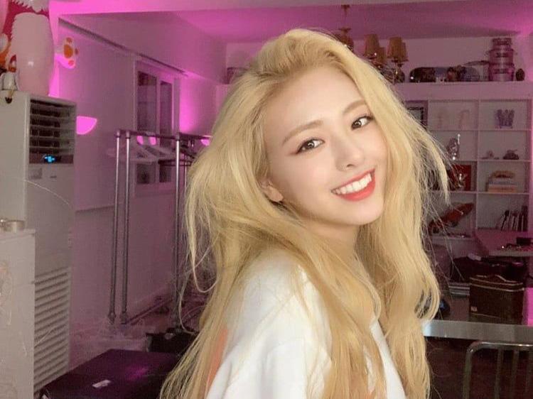 Blackpink, Jennie, Itzy, Yuna, Somi 6 nữ idol phong cách high teen, xu hướng high teen, Mỗi khi nhắc đến phong thái ong chúa high teen, người ta sẽ gọi tên 6 nữ idol này