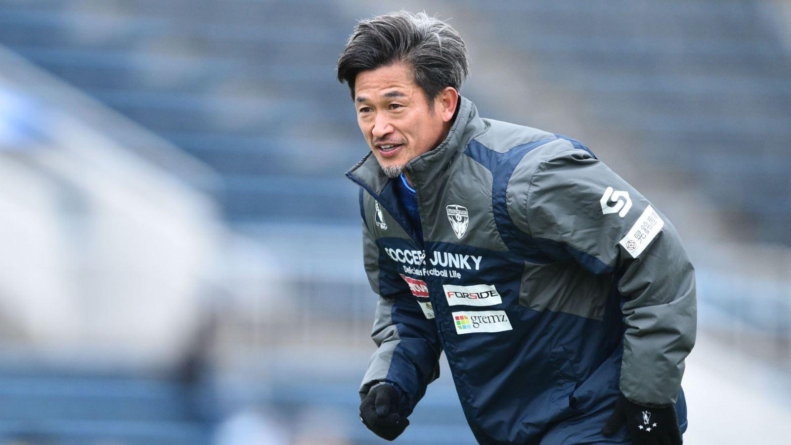 Kazu Miura, Huyền thoại Kazu Miura gia hạn với Yokohama, Kazu Miura lập kỷ lục, J-League, cầu thủ già nhất còn thi đấu, cầu thủ cao tuổi nhất, cầu thủ già nhất ghi bàn