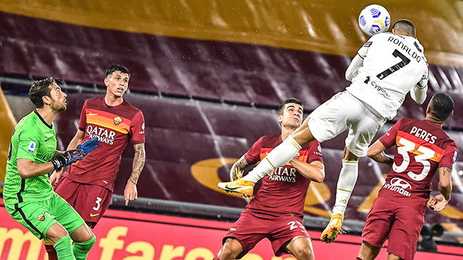 Ronaldo cứu Juve: Một lần nữa, cả thế giới ngước nhìn CR7