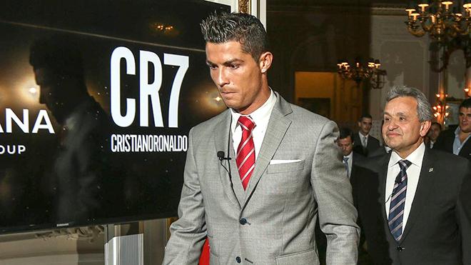 Cristiano Ronaldo chịu ảnh hưởng nặng nề vì Covid-19