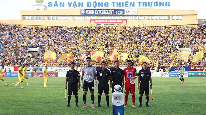 Bình luận viên Quang Tùng: 'Đang có một V-League rất lạ và khó lường'