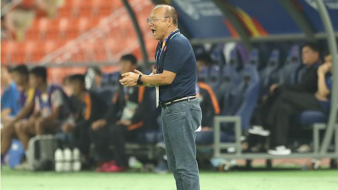 HLV Park Hang Seo có thể vui vì... hoãn vòng loại World Cup!