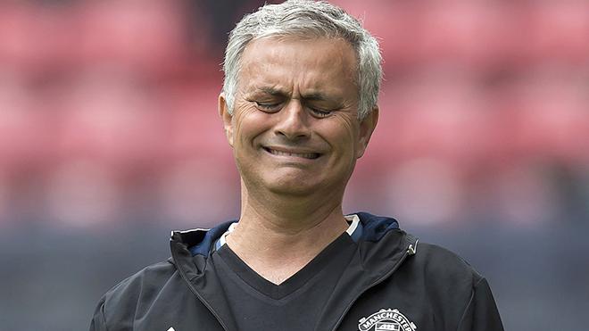 Chẳng có cách mạng nào ở Old Trafford nếu Mourinho và M.U còn 'vênh nhau'