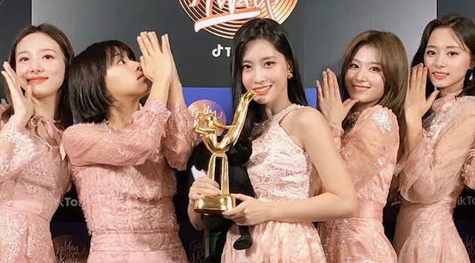 Twice là nhóm nhạc nữ K-pop đầu tiên đạt được 10 thành tựu đáng kinh ngạc này