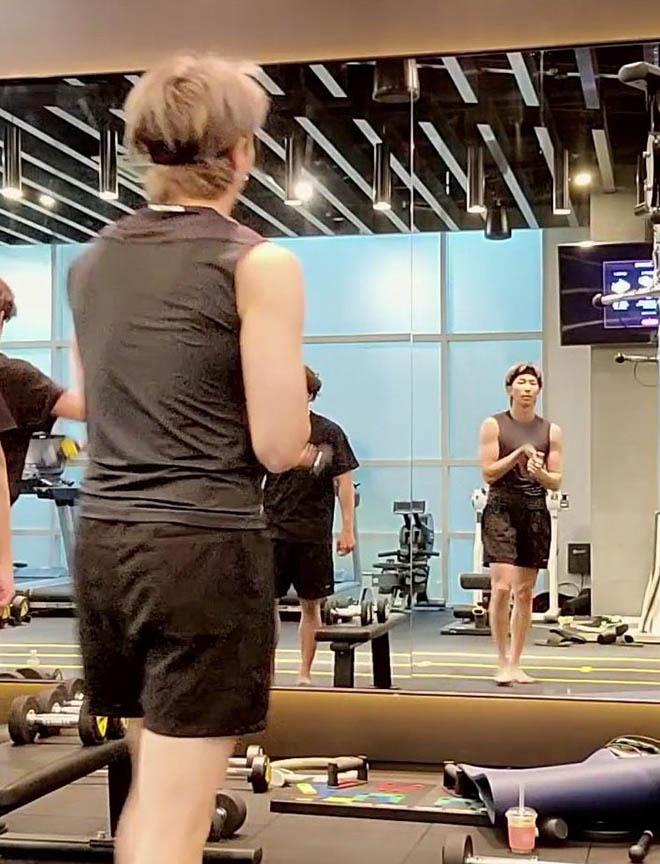 BTS, V BTS, RM BTS, Hình ảnh tập gym của V BTS, Snow Flower, BE Log