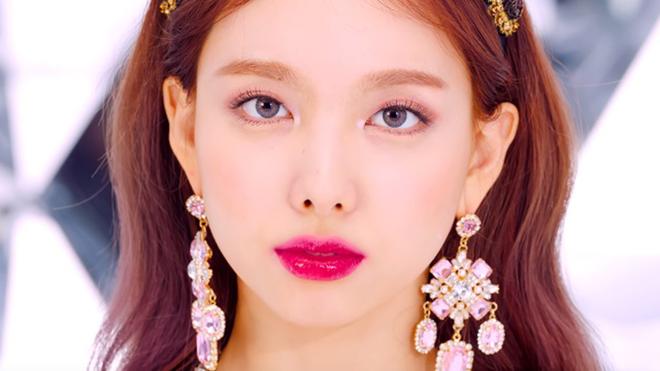 Twice tái xuất với album mini thứ 8 Feel Special, tung teaser mới của Nayeon