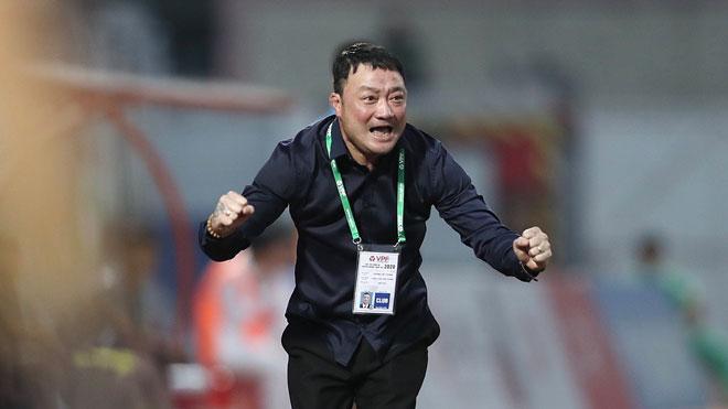 HLV Trương Việt Hoàng, từ siêu phẩm vào lưới Thái Lan đến chức vô địch V-League