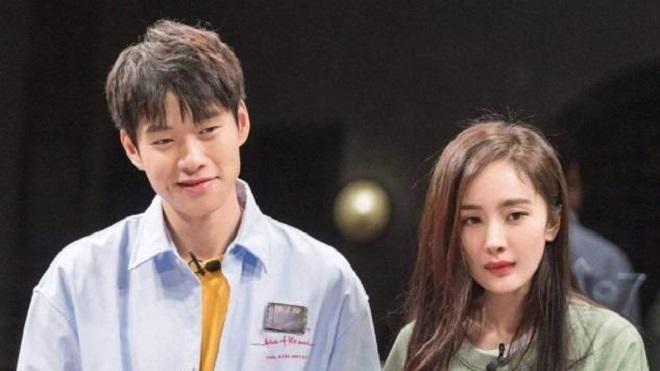 Hậu ly hôn, Dương Mịch dính tin đồn hẹn hò đàn em kém 3 tuổi