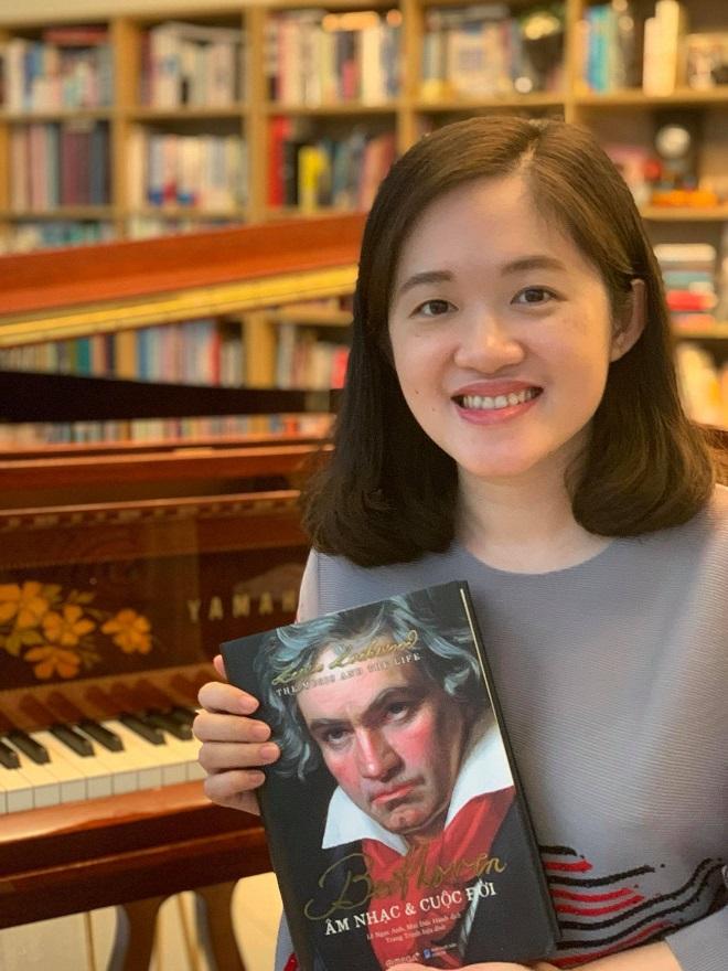 Beethoven: Âm nhạc & Cuộc đời có độ dày 736 trang, hiệu đính bởi pianist Trang Trịnh
