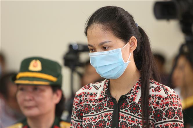 Trong ảnh: Bị cáo Vũ Thị Hoan nghe Hội đồng xét xử tuyên án tại phiên toà chiều 21/5. Ảnh: Dương Giang - TTXVN