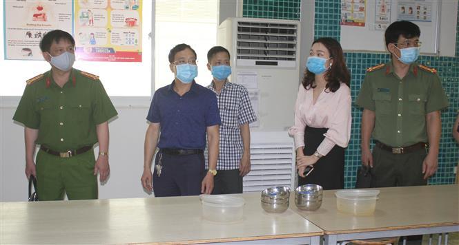 Trong ảnh: Đoàn liên ngành kiểm tra công tác phòng, chống dịch COVID-19 tại thành phố Ninh Bình. Ảnh: Thùy Dung - TTXVN