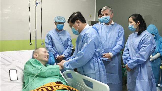 Dịch COVID-19: Bệnh nhân 91 đang trên đà hồi phục tốt, luôn nói lời cảm ơn bác sỹ Việt Nam