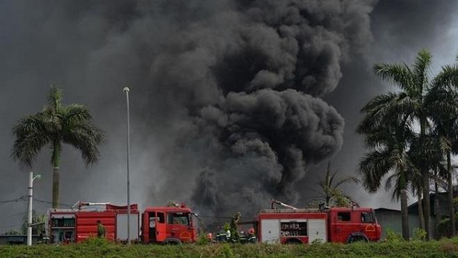 Khẩn trương làm rõ nguyên nhân vụ cháy kho hóa chất tại Hà Nội