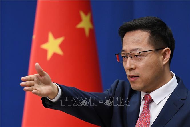 Người phát ngôn Bộ Ngoại giao Trung Quốc Triệu Lập Kiên trong cuộc họp báo tại Bắc Kinh. Ảnh: AFP/TTXVN