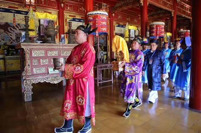 Trong ảnh: Lễ rước Long vị Hoàng đế Hàm Nghi và các nghĩa sỹ Cần Vương tại Thế Tổ miếu trong Hoàng thảnh Huế. Ảnh: Hồ Cầu-TTXVN