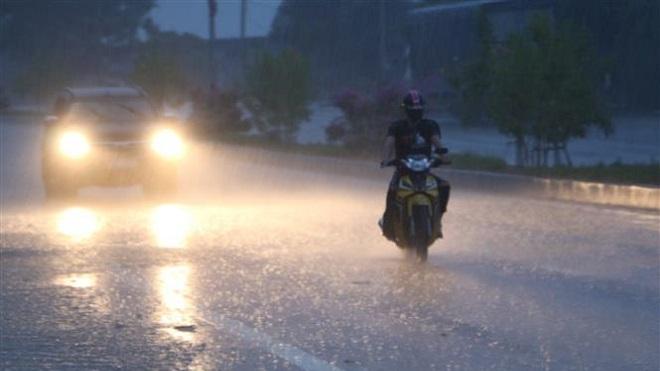 Đêm 12 và sáng 13/7, vùng núi Bắc Bộ tiếp tục có mưa dông, kèm thời tiết nguy hiểm