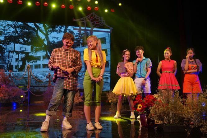 """Vở nhạc kịch """"Trại hoa vàng"""" do Nhà hát Tuổi trẻ dàn dựng hướng đến khán giả trẻ."""