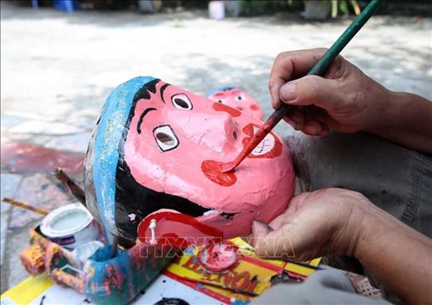 Nghệ nhân dân gian làm đồ chơi trung thu