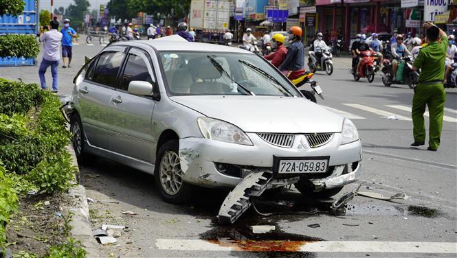 Trong ảnh: Một vụ va chạm giữa xe container và xe ô tô 4 chỗ trên quốc lộ 51, đoạn qua thị xã Phú Mỹ vào tháng 9/2020 khiến lái xe ô tô 4 chỗ bị thương rất nặng. Ảnh: Hoàng Nhị - TTXVN