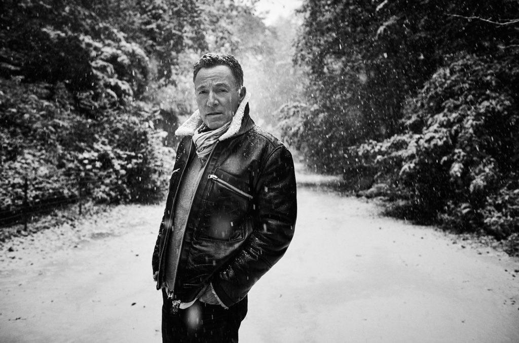Springsteen hiện là nghệ sĩ duy nhất có album lọt Top 5 Billboard 200 trong cả sáu thập kỷ gần đây
