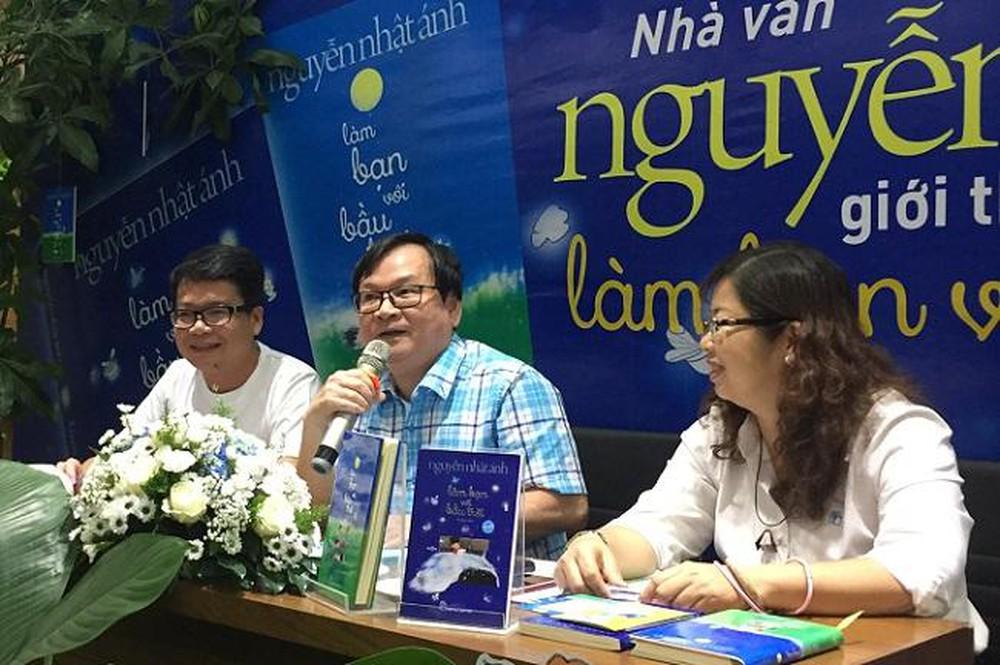 Nhà văn Nguyễn Nhật Ánh trong một buổi ra mắt sách
