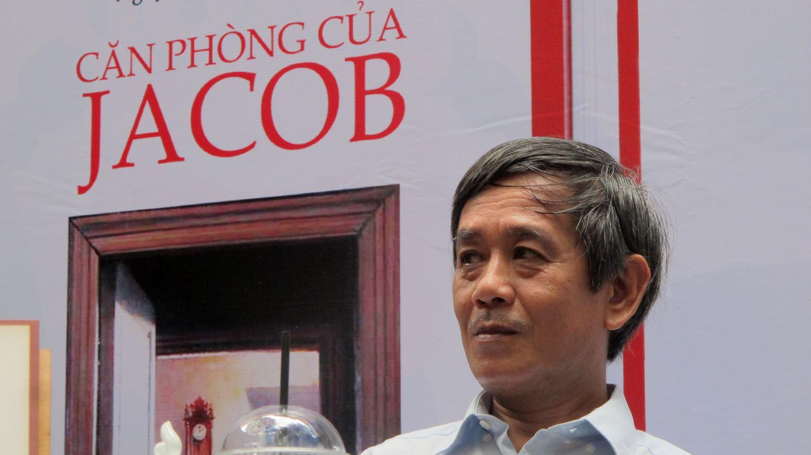 Nhà văn Nguyễn Thành Nhân hôm 31/3/2019 tại Đường sách TP.HCM. Ảnh: Văn Bảy