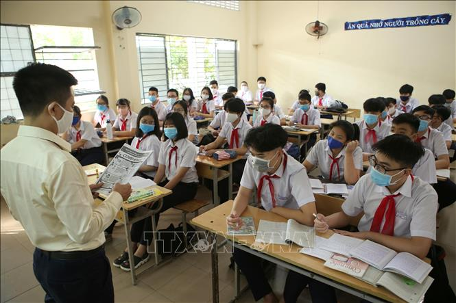 học sinh các khối Tiểu học, Trung học Cơ sở, Trung học Phổ thông trên địa bàn thành phố Đà Nẵng bắt đầu trở lại trường học tập sau đợt nghỉ dài ở nhà để phòng chống dịch COVID-19