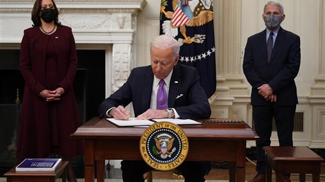 Dịch Covid-19: Mỹ đặt mục tiêu miễn dịch cộng đồng vào mùa Hè 2021