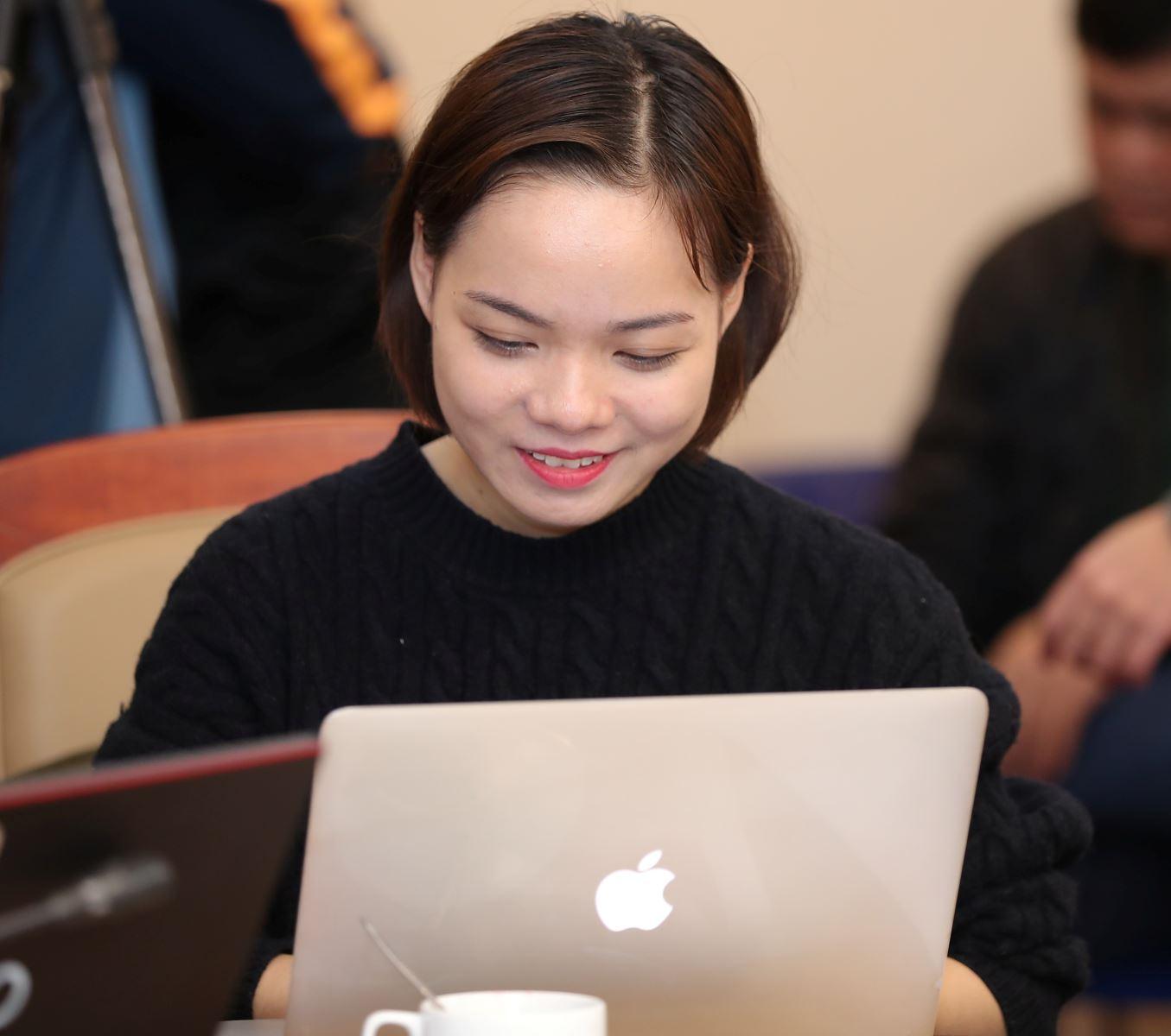 Nhà báo Hà Thu